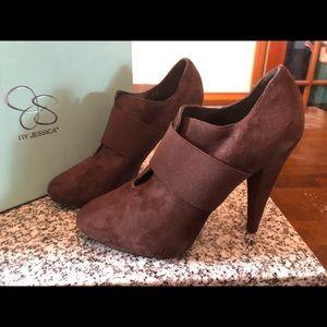BNIB High heeled booties